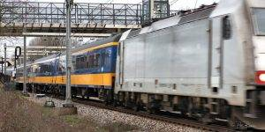 Peter Roovers Fotografie, Intercity direct passeert station Breda-Prinsenbeek