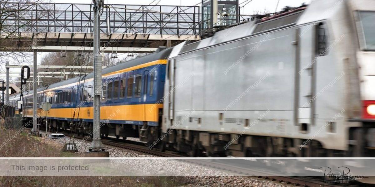 Peter Roovers Fotografie, Intercity direct passeert station Breda-Prinsenbeek